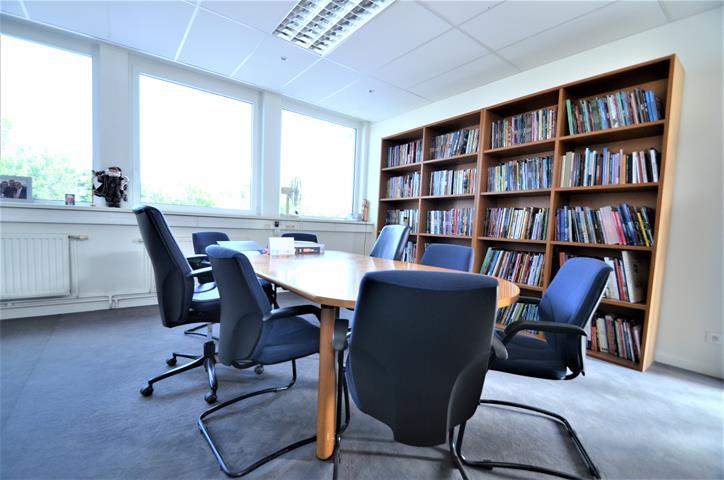 Immeuble de bureaux - Tournai - #3908922-3